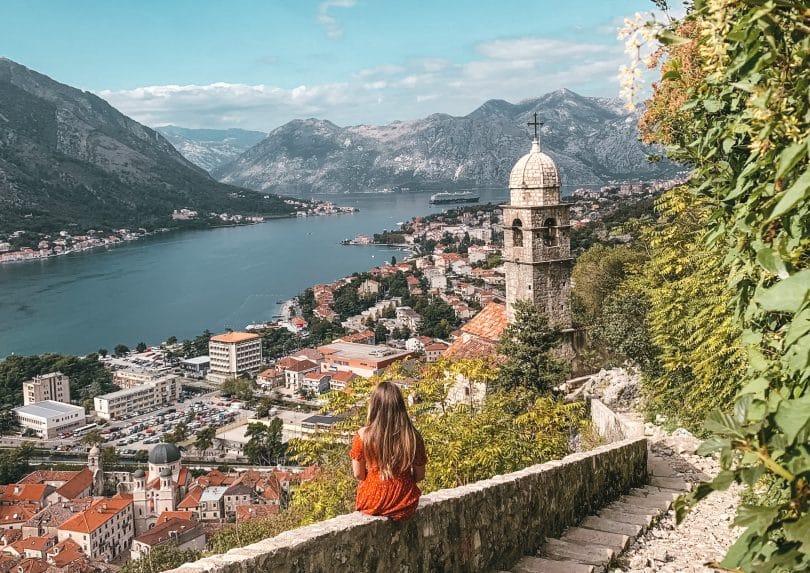 Utsikt över bay of kotor i montenegro resa