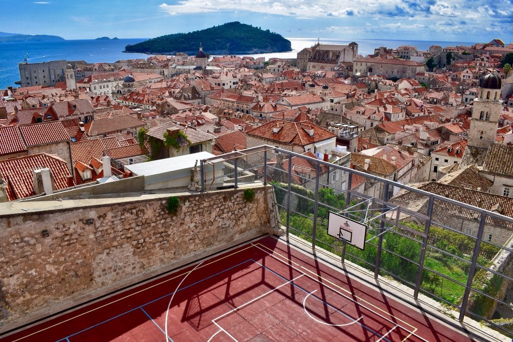 basketplan med utsikt över dubrovink old town