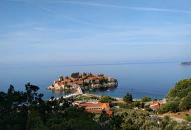 Utsikt över sveti stefan nära budva i montenegro