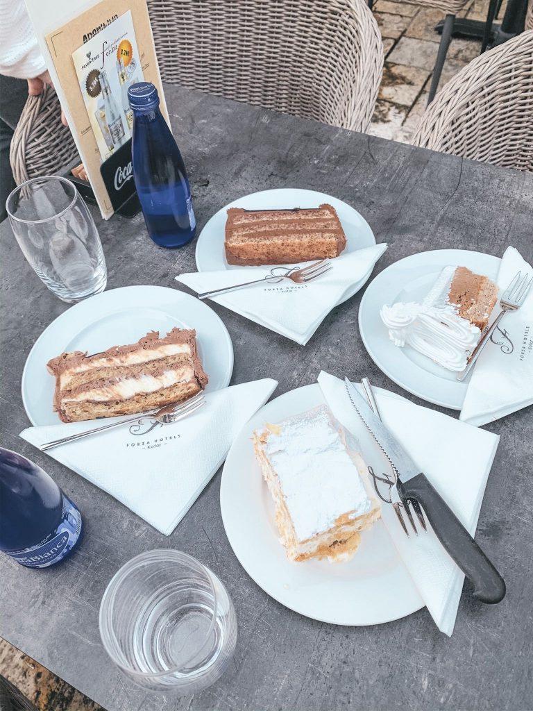 Tårtor i Kotor, Montenegro. Bland annat Krempita.