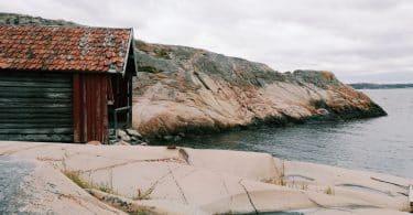 stuga vid kusten semester i sverige