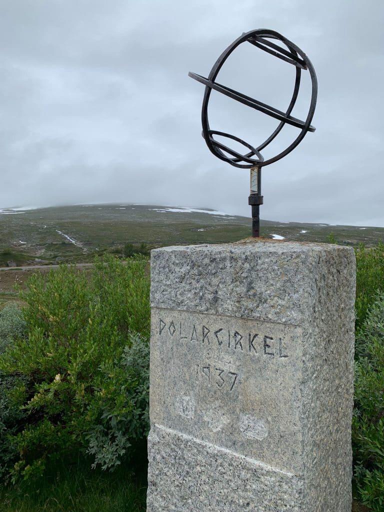 Polcirkeln markerad vid arctic circle center