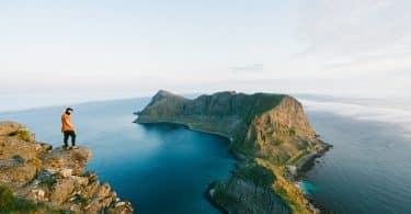 Utsikten utöver Måstadsfjellet från Værøy